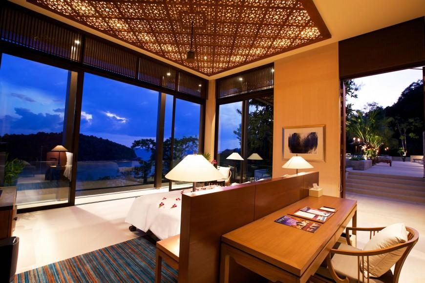 Villa_Layan_-_Master_bedroom_(2)