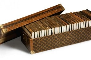 author-Ernest-Hemingway-Louis-Vuitton-library-trunk-1