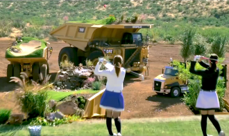 play-round-of-golf-on-moving-dump-trucks-01
