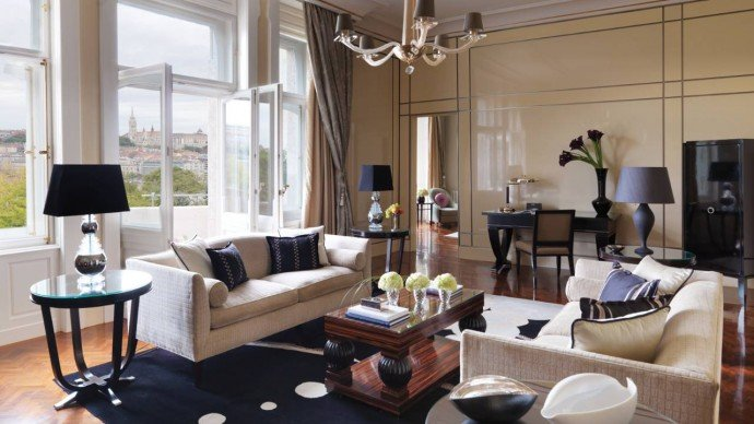 royal-suite-living-area