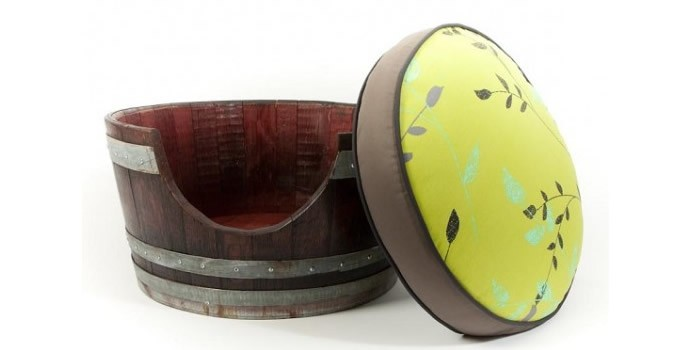 wine-barrels-repurposed-as-pet-beds-2
