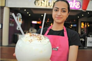 worlds-most-expensive-milkshake-comes-with-Gold-saffron-01