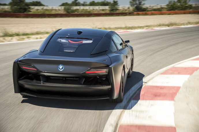BMWs-hydrogen-powered-i8-2