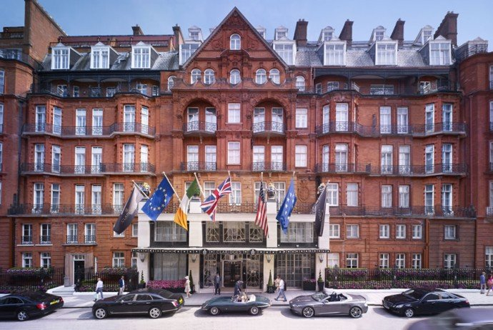 Claridges-London_Claridges-Exterior-with-people