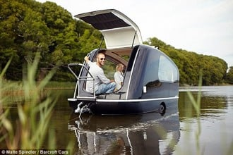 Daniel-Straubs-handcrafted-floating-caravan-1