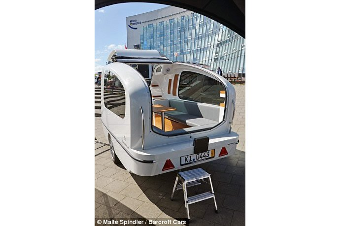 Daniel-Straubs-handcrafted-floating-caravan-2