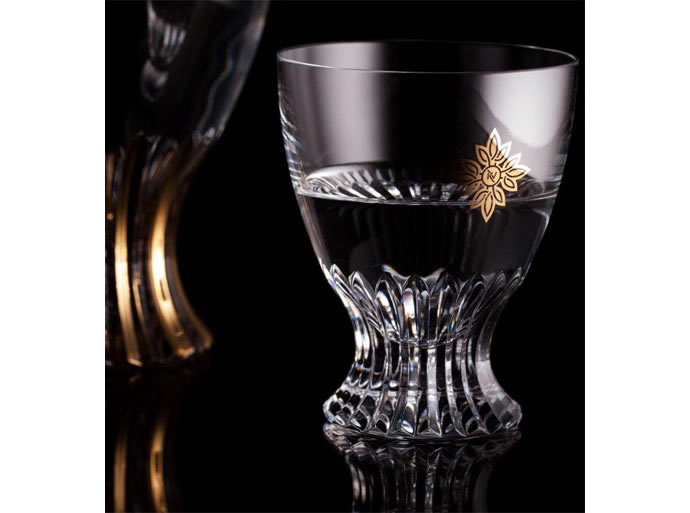 Fancy-vodka-in-crystal-and-gold-bottle-2