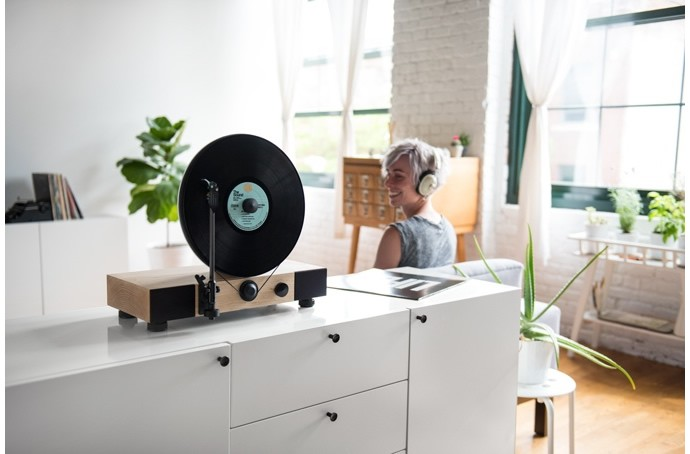 Floating-Record-Vertical-Turntable-2