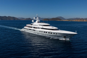 Luxury-superyacht-Axioma-for-charter-1