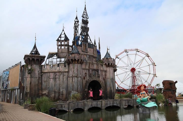 Banksy Opens Its Doors Of Dismaland A Twisted Version Of