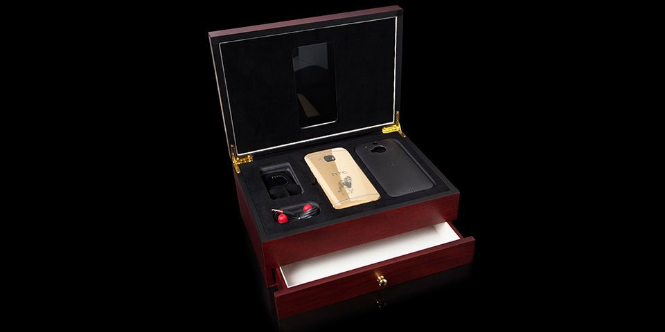 Goldgenie-honors-Cecil-the-Lion-smartphone-3