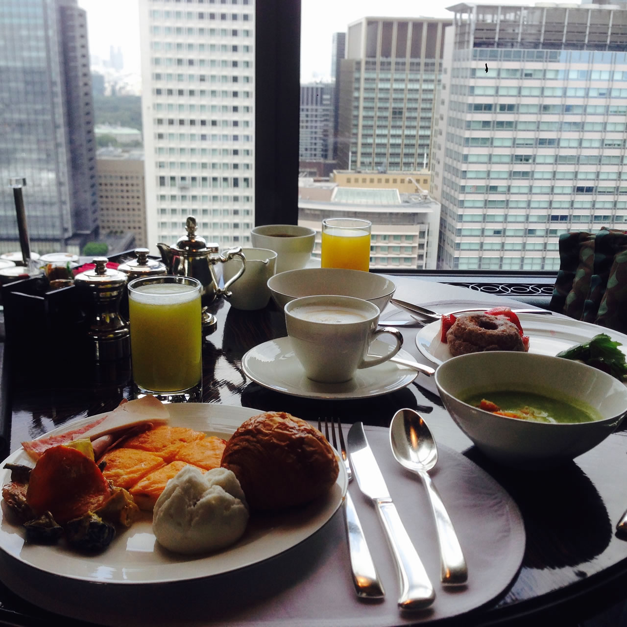 Breakfasting on Level 28, at the Italian restaurant Piacere