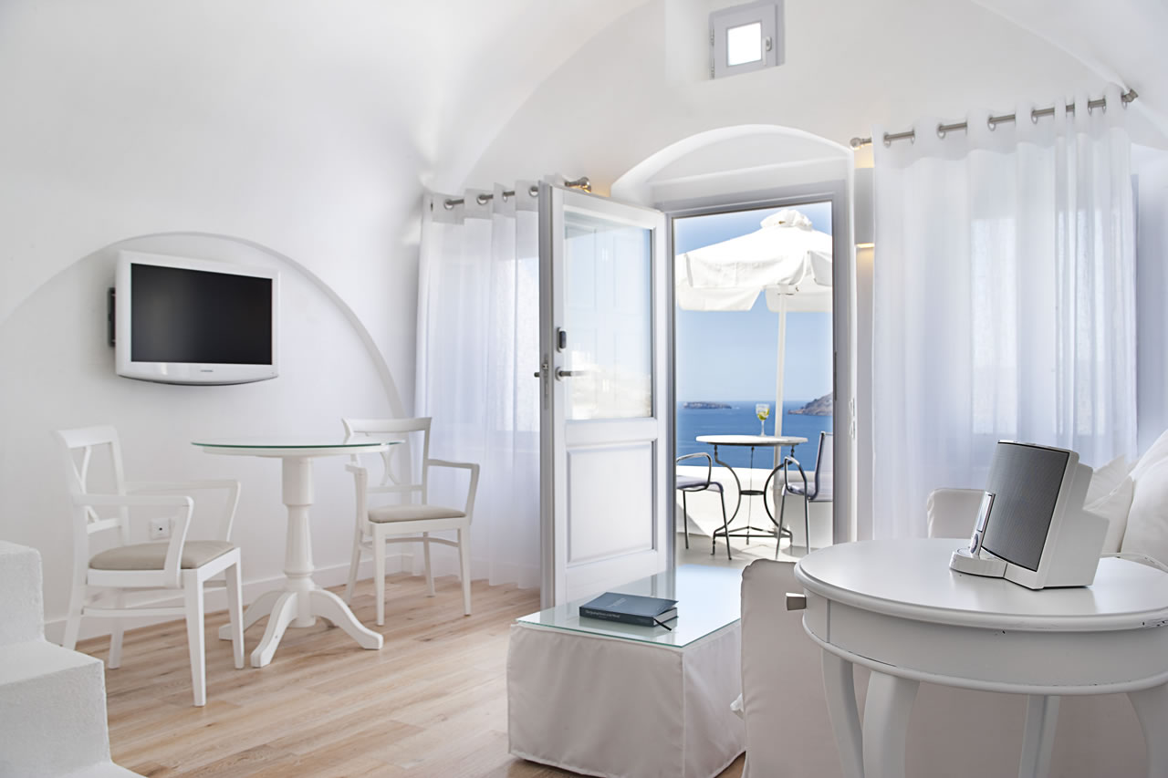Katikies Suite at the Katikies Hotel Santorini  (8)