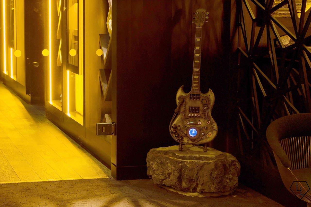 Studio Grigio restaurant at the Intercontinental Davos Guitar04