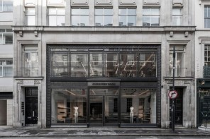 Wang opens in London 4