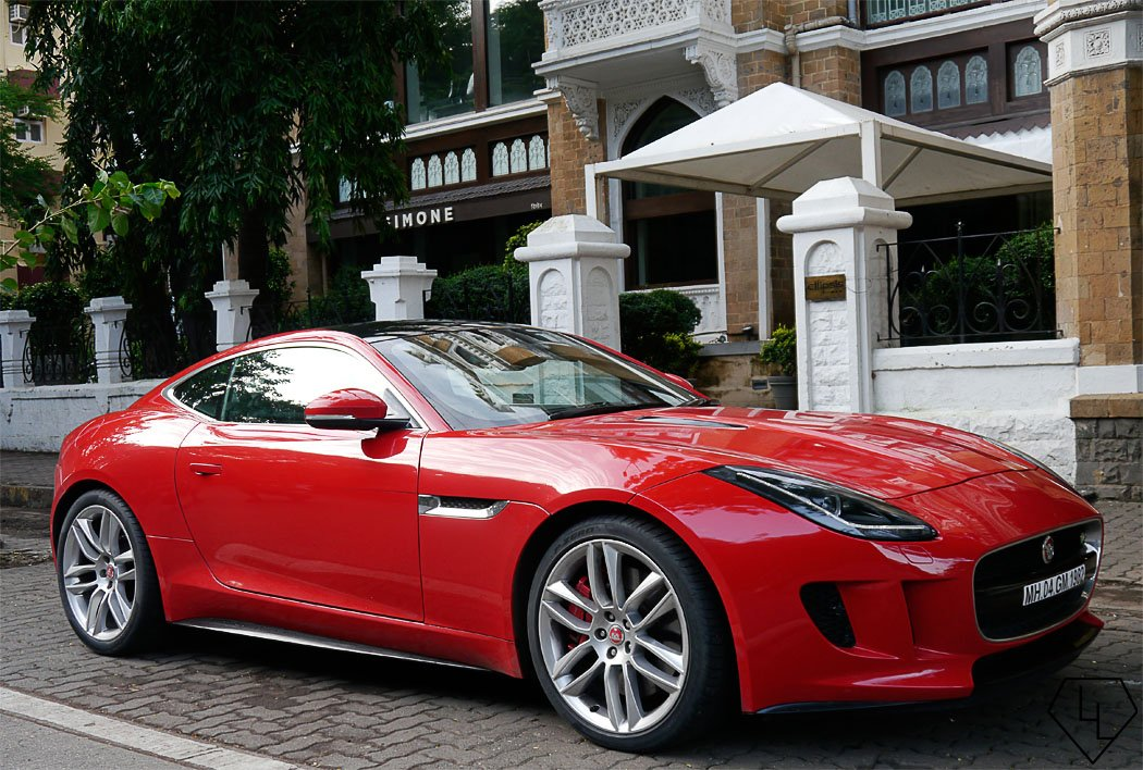 scandalous in red 48 hours with the jaguar f type coupe. Black Bedroom Furniture Sets. Home Design Ideas