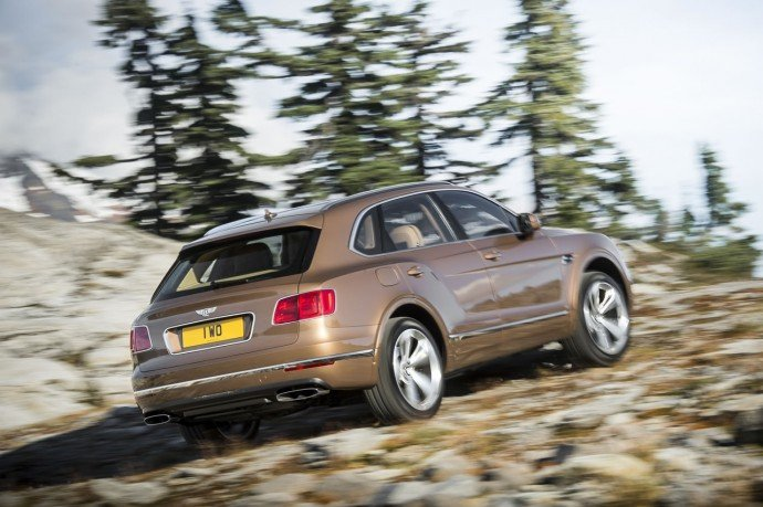 2017-Bentley-Bentayga (14)