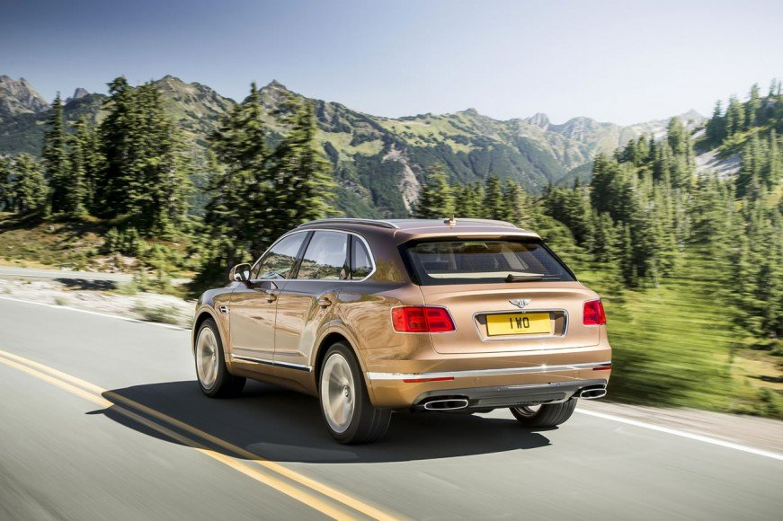 2017-Bentley-Bentayga (2)