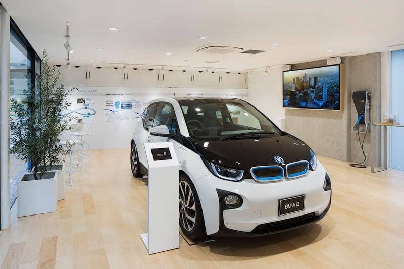 BMW i showroom in Tokyo 3