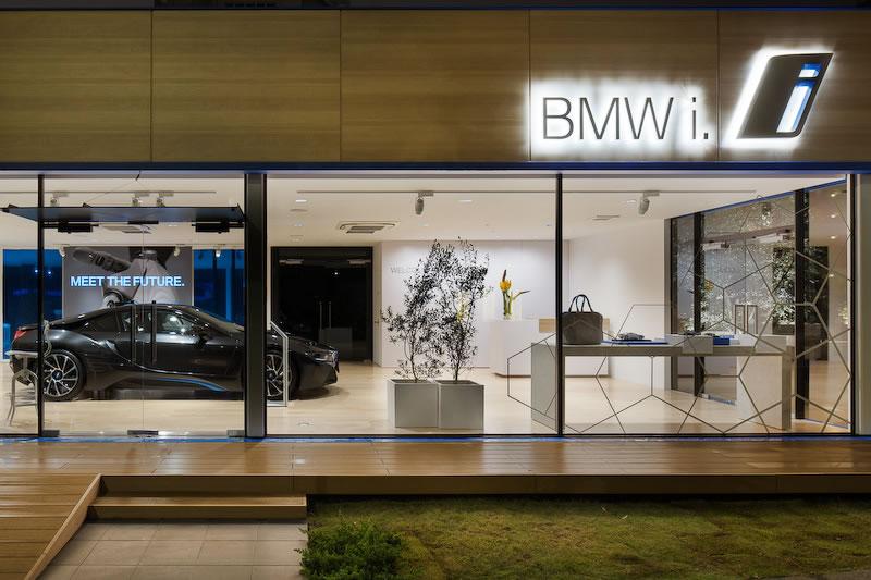 BMW i showroom in Tokyo 7