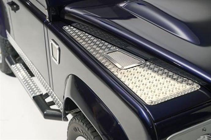 Land Rover's Defendor 5
