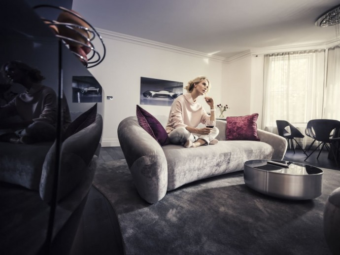 Mercedes-Benz-home-4