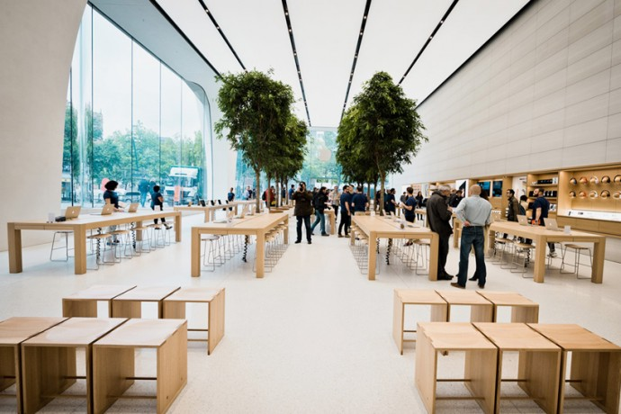 jony-ive-apple-store-2