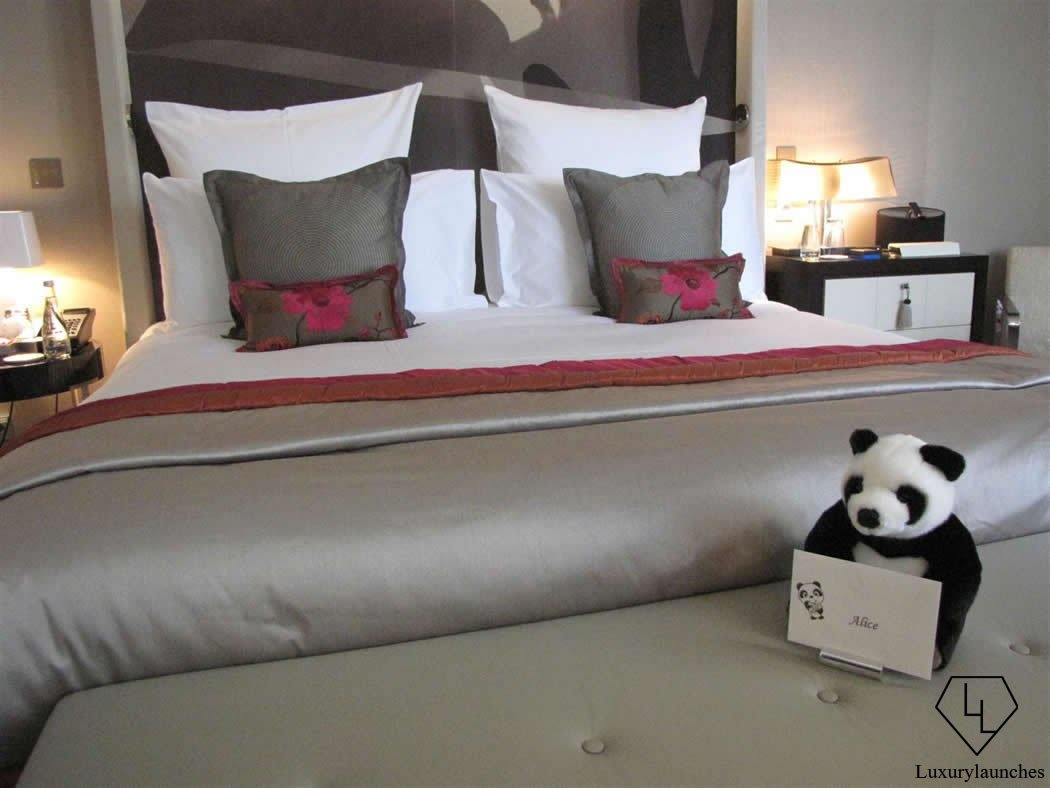 panda-greeting-Mandarin-Oriental-paris-2