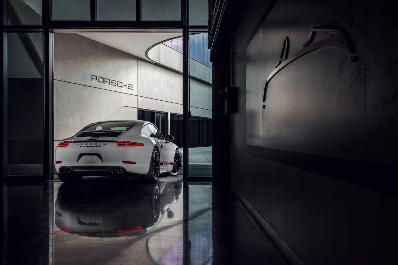 http://luxurylaunches.com/wp-content/uploads/2015/09/porsche-911-carrera-3.jpg