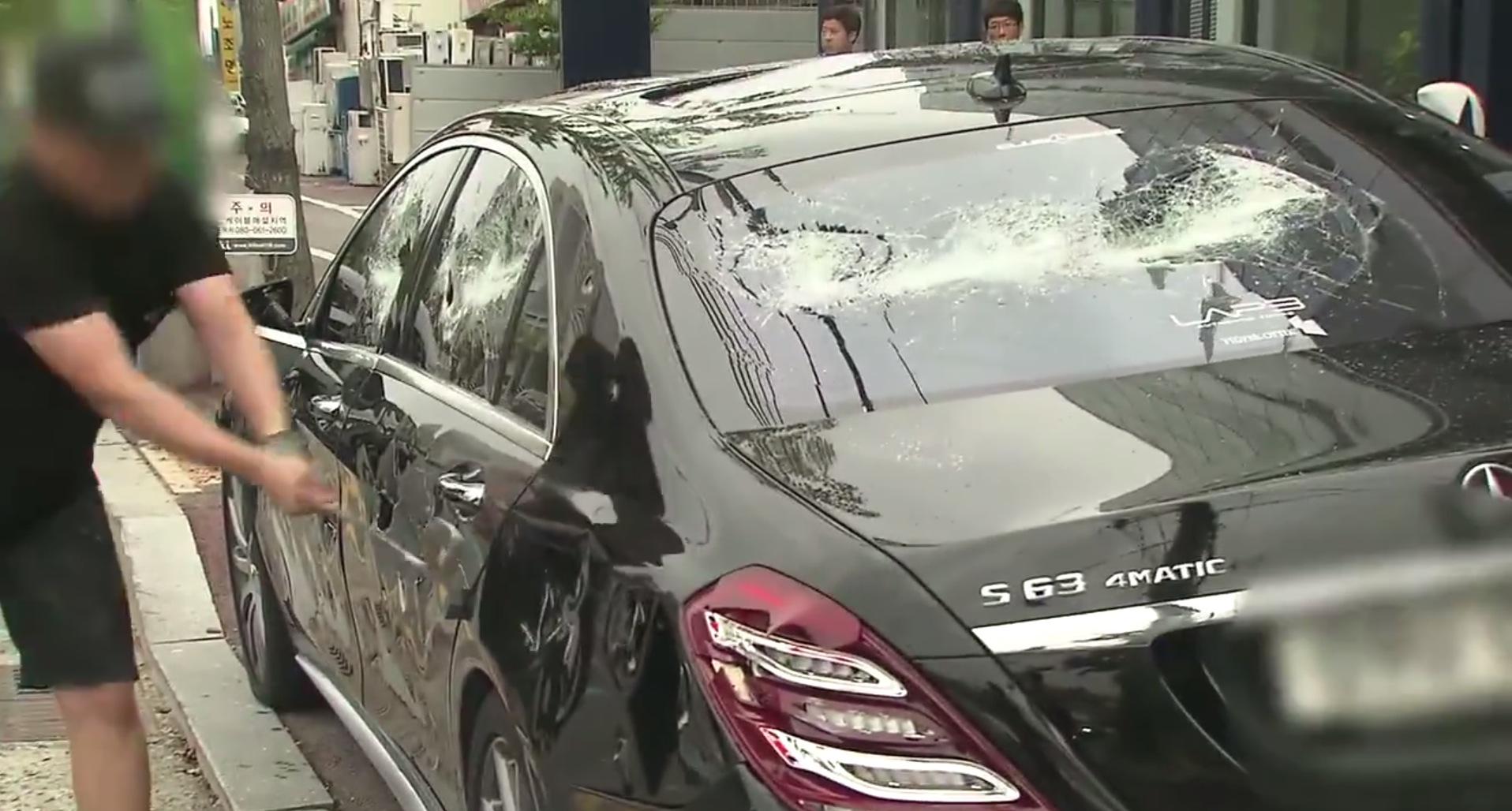 Video - Frustrated with poor service man destroys his $200k Mercedes S63 AMG with a golf club : Luxurylaunches