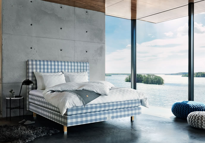 Hästens on dreamy waves with hästens limited edition blue beds