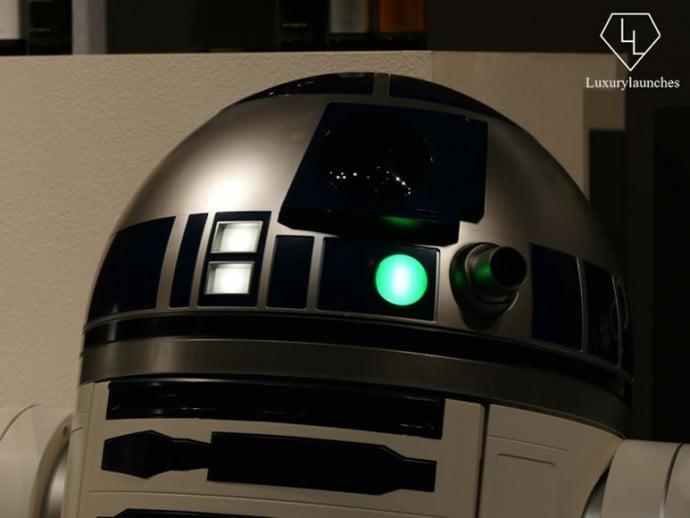 R2D2 robot 6