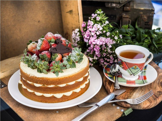 Strawberry Trifle Cake with Tea