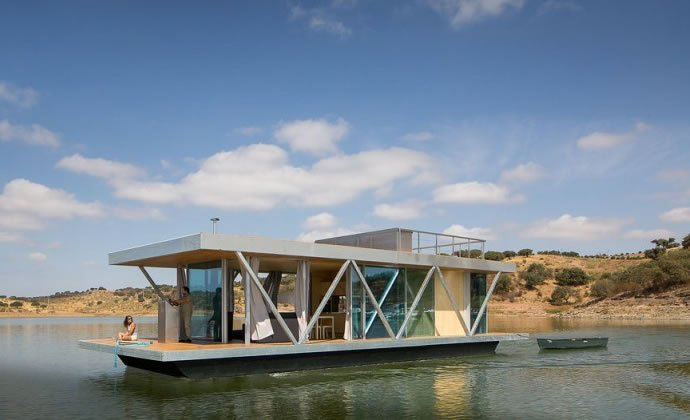A modular floating house for a different view everyday luxurylaunches - Floating prefabricated home ...