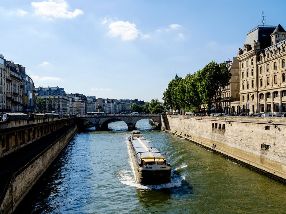 Paris to welcome its first floating hotel for Floating swimming pool paris