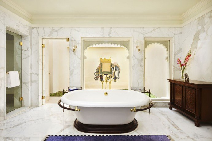 Bathroom of the Kohinoor Suite with Private Swimming Pool - The Oberoi Udaivilas, Udaipur