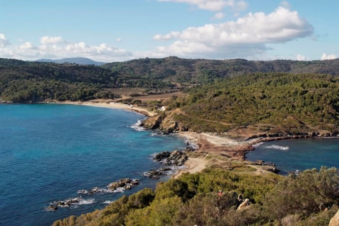 Escalet-Cap-Taillat-view-of-Bastide-Blanche-and-its-beach