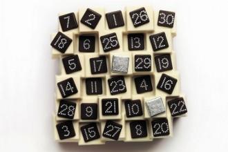 Haagen-Dazs_Christmas-Cakes_dezeen_ban