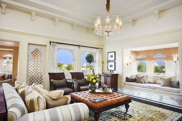 Living room of the Kohinoor Suite with private swimming pool