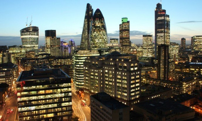 London-Financial-district-skyline-1020x610