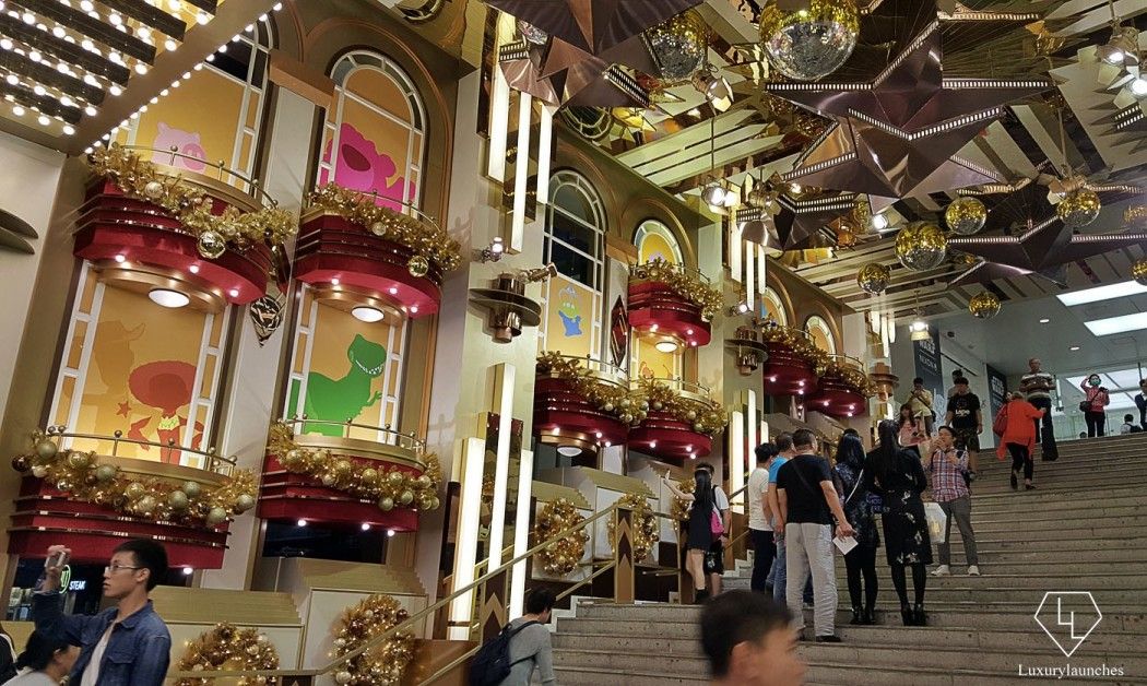 Harbour City has some of the best Christmas decoration in town. This time it was no different as they collaborated with Disneyland Hong Kong.