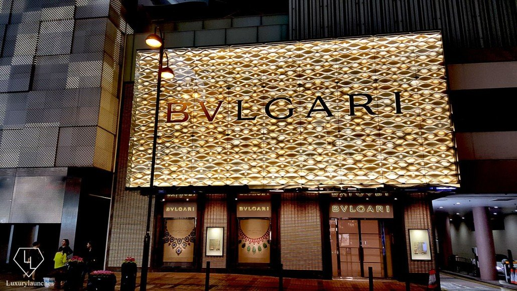 Sparkly - Even if you are not in the mood to shop a visit to Canton road is a must in the night.