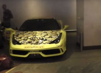 minion-wrapped-ferrari-458-speciale-is-a-funny-605-hp-supercar-video-102465_1