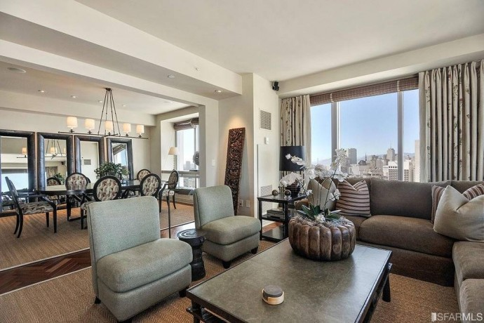 Residents-of-the-penthouse-are-allowed-to-partake-in-all-of-the-amenities-the-hotel-offers-including-a-24-hour-concierge-