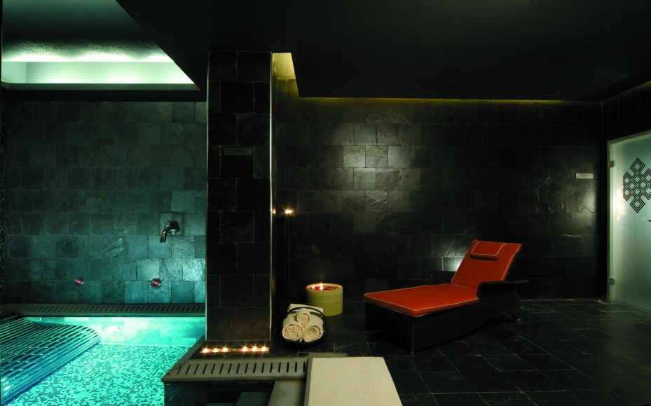 Relaxation area and pool at the CHI spa.