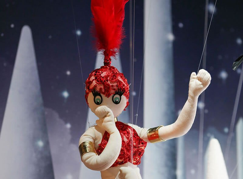 meilleur authentique 81ebd b6dd7 Dancing Dolls perform in the window of the Christian ...