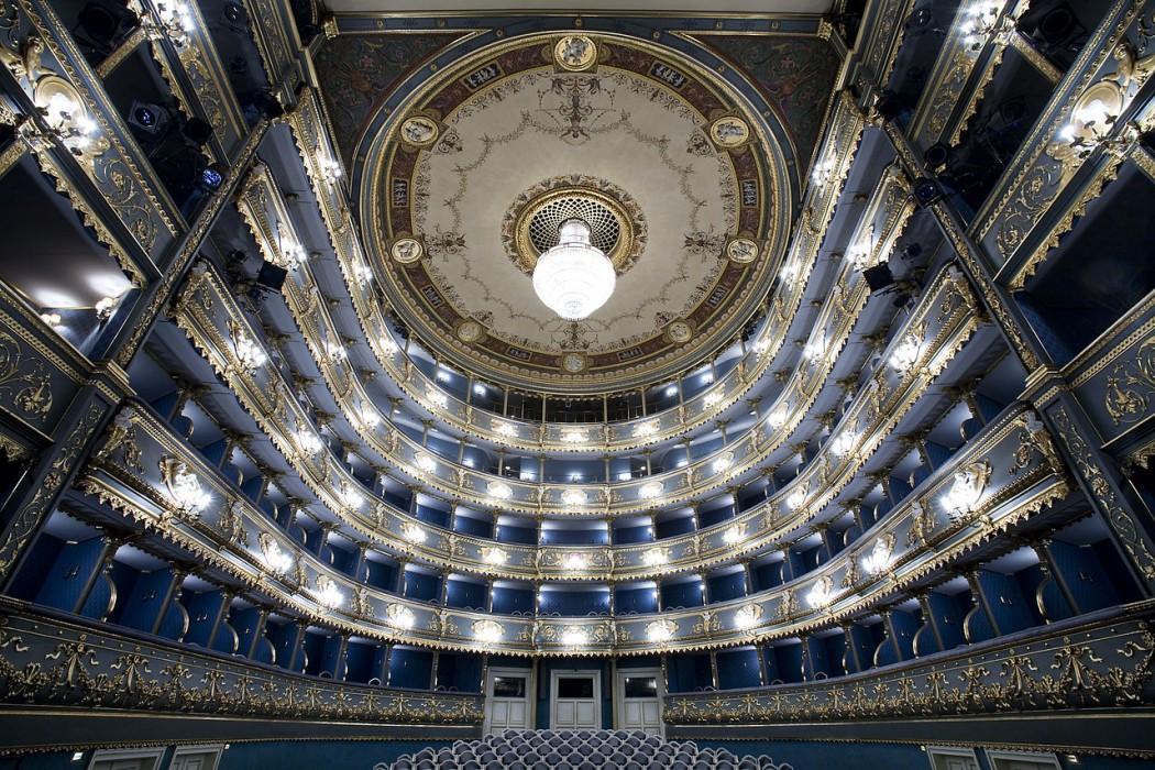 1280px-Narodni_Divadlo,_Estates_Theater,_Prague_-_8593