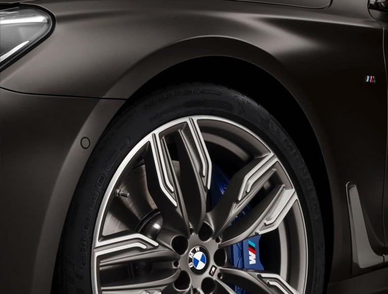 BMW-M760Li-xDrive-images-9