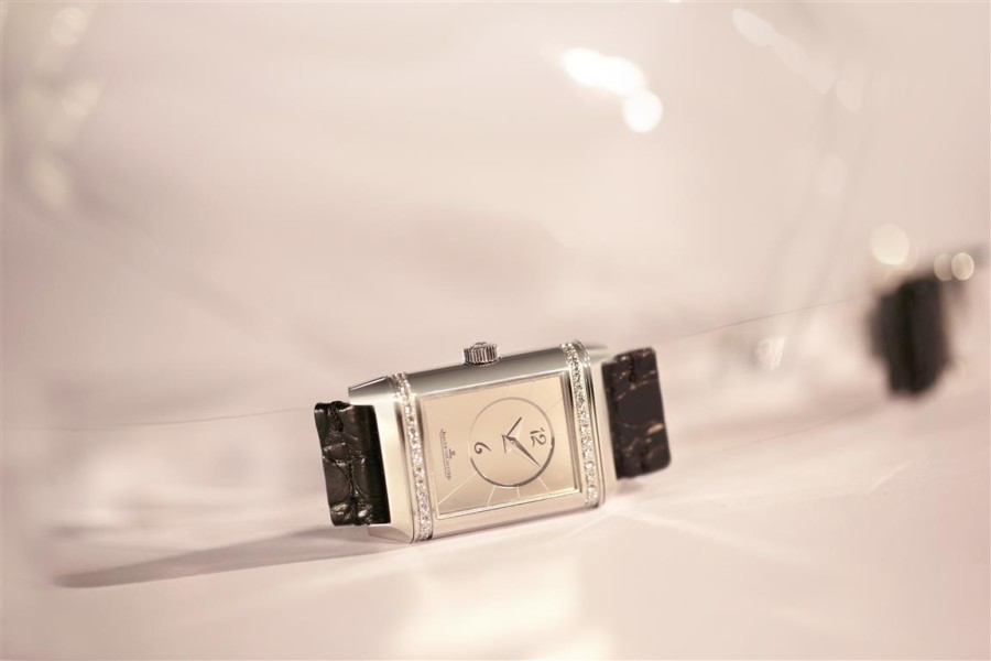 Jaeger-LeCoultre-Reverso-Duetto-by-Christian-Louboutin-clear-strap-900x600