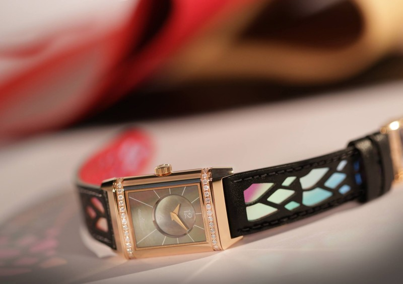 Jaeger-LeCoultre-Reverso-by-Christian-Louboutin_3-800x564